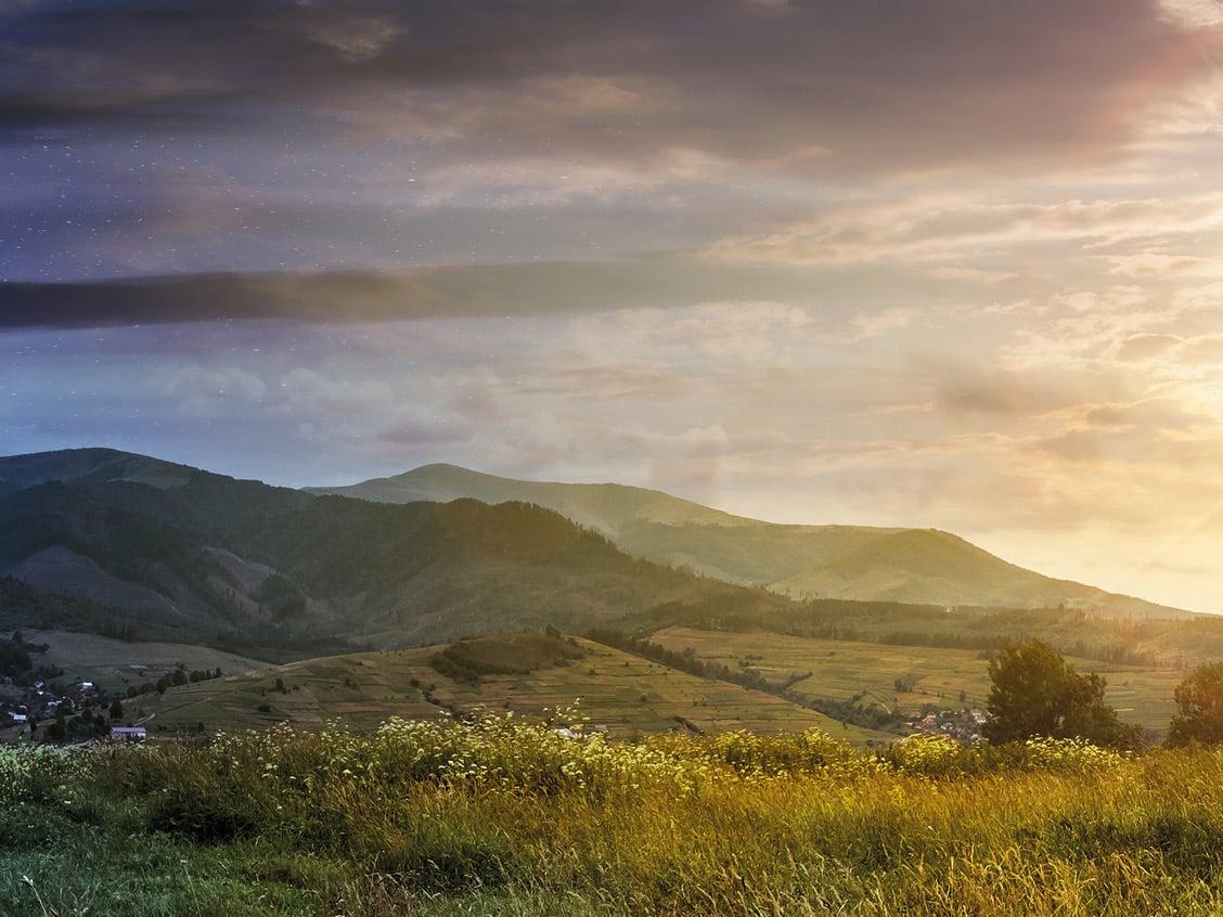 ländliche Landschaft bei Sonnenaufgang