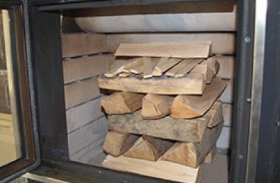 Scheiterhaufen mit oben darauf Kleinholz - Richtig einheizen