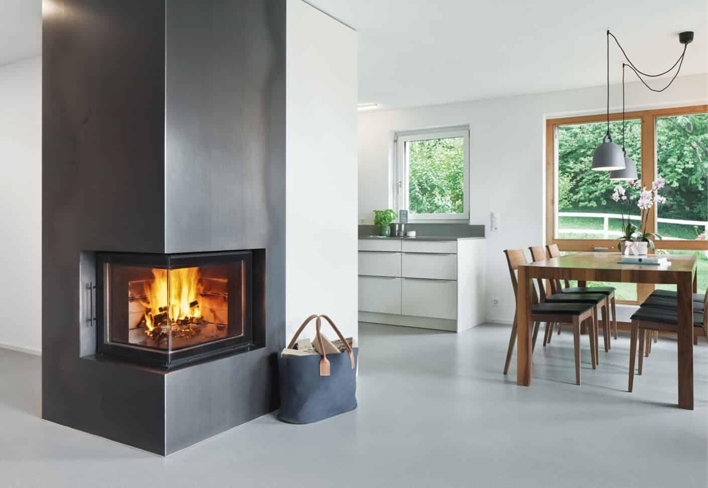 Helle offene Wohnung, Blick in Esszimmer und Küche