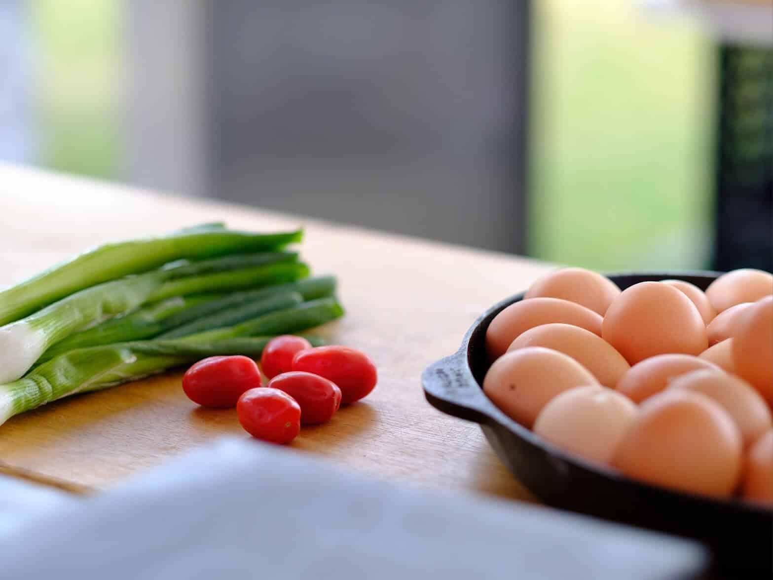 Eier, Tomaten und Frühlingszwiebel