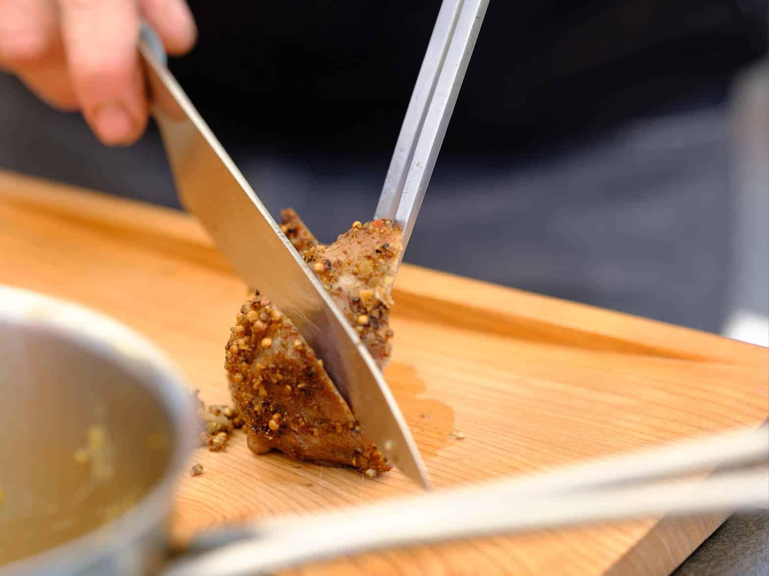 Fleisch wird geschnitten