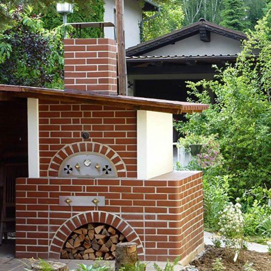 Ofen im Garten aus Ziegeln